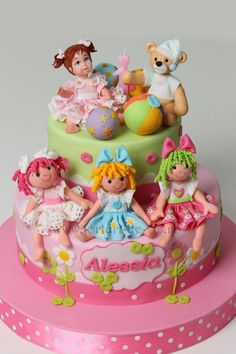 Dolls made ​​of fondant for Alessia's cake. https://www.facebook.com/Vioricascakes http://www.viorica-torturi.ro/