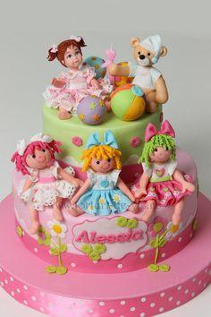 Dolls made of fondant for Alessia's cake. https://www.facebook.com/Vioricascakes http://www.viorica-torturi.ro/