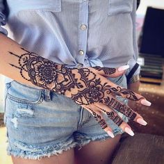 Henna is such a great symbol of beauty and art! It's meant for everyone becaus… Henna is such a great symbol of beauty and art! It's meant for everyone becaus…,Styleafrika Tattoos Henna is such. Neck Tattoos, Body Art Tattoos, Sleeve Tattoos, Henna Hand Tattoos, Henna Tattoo Hand Designs, Henna On Hand, Tribal Hand Tattoos, Tattos, Female Hand Tattoos