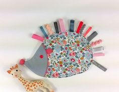 Trendy sewing projects for kids toys inspiration Ideas Diy Baby Gifts, Baby Crafts, Sewing Projects For Kids, Knitting Projects, Fabric Toys, Fabric Crafts, Sewing Toys, Sewing Crafts, Mobiles