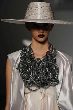cappello in cartapesta by Mary Design