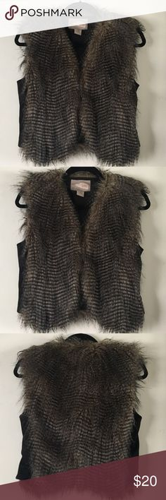Love 21 Faux fur vest *festival outfit Super cute fur vest. Reminds me of an owl 🦉  Size small Brand love 21  Great for several outfit ideas or to upcycle  In great condition   Burning man, lightning in a bottle and desert hearts Forever 21 Jackets & Coats Vests