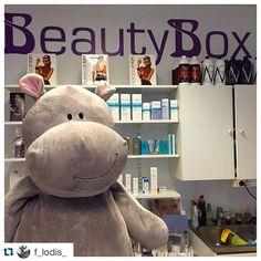 Förra veckan fick vi besök @f_lodis_ på @salongbeautybox 😍 with @repostapp. ・・・ Alltså ... KORVARS! Älskar min nya tan! Känner mig såååå FAB och taggad på denna torsdag! 🙌🙌🌟 @spraytanbynicolina  #salongbeautybox #spraytanbynicolina #solariumärsånittiotal #miskleravplysch #idus #flodis  #livetsomstjärnbloggare