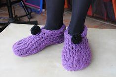 le froid arrive a grand pas !!  donc je vous propose aujourd'hui de vous faire des chaussons bien chaud et souple en laine      1: il vous ...