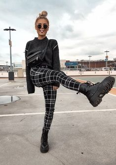 25 Fashion Grunge To Wear Asap : Fashion Grunge To Wear Asap Inspirational Fashion stain from forty five of the lovable Fashion stain assortment is that the most trending fashion outfit this summer. Grunge Winter Outfits, Winter Grunge, Grunge Fashion Winter, Cute Grunge Outfits, Summer Outfits, Donna Fashion, Fashion 90s, Fashion Outfits, Concert Fashion