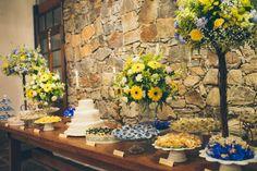 Um lindo casamento azul e amarelo!