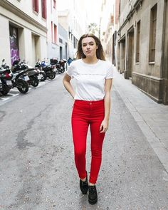 Dale un toque de color a este sábado con estos pantalones de @aalbaduch por solo 10 en #buytrendy  Link directo en la bioY a disfrutar del finde!!! . . . . #influencer #pantalones #colour #rojo #red #saturday #saturdaymood #weekend #fashion #moda #ootd #look #trendy #buy #buytrendyapp