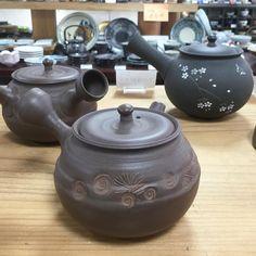 Chadei brown engraved pine leaves teapot by Touju #japanesepottery  #japaneseceramics  #pottery #ceramics #tea #greentea #wabipot #teatime #instatea #茶壶