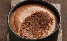 Mousse au chocolat légère : recette mousse au chocolat légère - Recettes diabète: 10 recettes pour les diabétiques - Un dessert fort en chocolat et léger à la fois c'est possible ! La preuve avec cette mousse 100% chocolat. Un classique dont on ne se lasse pas. Vite, passez au dessert ! Pour 4 pers...
