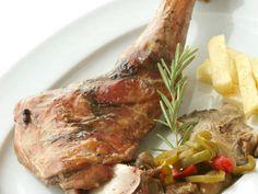 Paletilla de lechal (I.G.P. manchego) asada al estilo arriero. Reserva online en EligeTuPlato.es