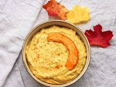 Sämiger Kürbis-Hummus - einfaches Rezept für eine saisonale Variation des Klassikers.