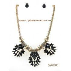 Set de collar y aretes en base dorada con detalles en  color negro estilo 30292