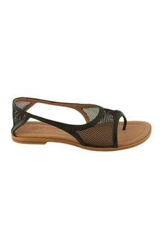 Sandalias Anaid Kupuri 255 negro Anaid Kupuri es algo más que una marca de zapatos independiente; también es ilusión, pasión, esfuerzo y trabajo en equipo. Desde Barcelona, la diseñadora mejicana Anaid Cano apuesta por un diseño sobrio, elegante y atemporal, utilizando pieles de calidad y siguiendo un proceso de fabricación artesanal.