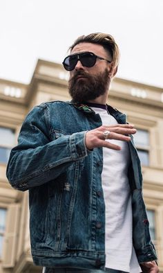 Growing a Ducktail beard is not easy for all, but simple for few. Here are 6 Reasons Why you Should Opt for Ducktail Beard Look. Beard Suit, Beard Look, Latest Mens Fashion, Fashion Tips, Fashion Trends, Men's Fashion, Beard Shapes, Thick Beard, Beard Styles For Men