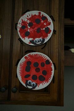 ladybug craft…may have to do this with my niece! ladybug craft…may have to do this with my niece! Bee Crafts For Kids, Spring Crafts For Kids, Daycare Crafts, Summer Crafts, Cute Crafts, Arts And Crafts, Toddler Art, Toddler Crafts, Ladybug Crafts