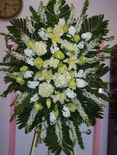 Flower Wreath Funeral, Funeral Flowers, Funeral Floral Arrangements, Rose Flower Arrangements, Angel Wings Decor, Casket Flowers, Corona Floral, Casket Sprays, Happy Merry Christmas