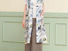 簡単手作り!シンプルな花柄のロングベストの作り方|ぬくもり Easy Wear, How To Make, How To Wear, Kimono Top, Girls Dresses, Sewing, Tops, Women, Fashion