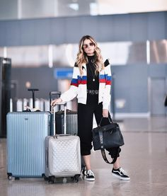 Thássia Naves #moda #estilo #styling #aeroporto #aerolook #streetstyle #casual #outfit #lookdodia #lookaeroporto #celebridades #dicasdeestilo #dicasdemoda #stylingtips #jeans #fashionstyle #styleinspiration #mystyle #needit #girls #casualchic