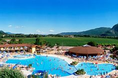 Camping Continental Lido, 1200 m² big swimming paradise Top campsite with swimmer's paradise and lively entertainment. Very suitable for a family holiday with children of all ages! Green Valley, Crystal Clear Water, Campsite, The Good Place, This Is Us, Golf Courses, Have Fun, Dolores Park, Paradise