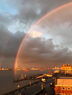"Kevin Dace on Twitter: ""@StormHour @metoffice Quite an impressive rainbow over the river between Felixstowe and Harwich as the sun stats to set. https://t.co/BtrrLb6w0W"""