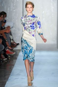 I'm in loooove with this Suno dress.  Spring 2012, cellular printed dress