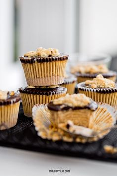 mini reese's peanut butter and cracker cheesecakes Sweet Desserts, No Bake Desserts, Just Desserts, Candy Recipes, Sweet Recipes, Dessert Recipes, Cheesecake Tarts, Cheesecake Recipes, Mini Cakes