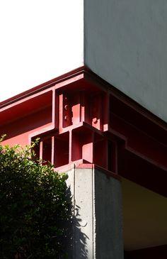 casa borgo, contrà del quartiere 8, block of flats, vicenza 1974-1979. corner detail, steel capital and beams.