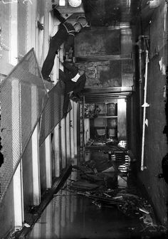 Two men look for bodies inside the SS Eastland as it rests on its side in the Chicago River after slowly rolling over and drowning 844 people July Chicago River, Chicago City, Chicago Skyline, Chicago Tribune, Chicago Illinois, Morgue Photos, Titanic Underwater, Great Lakes Ships, Titanic Ship