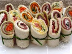 Sandwiches roulés - Food and Drinks Sandwich Buffet, Lunch Buffet, Salad Buffet, Gourmet Sandwiches, Dinner Sandwiches, Healthy Sandwiches, Sandwiches For Lunch, Pasta Bar, Sandwiches Gourmets