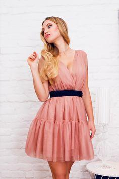 Piękna tiulowa sukienka w kolorze delikatnego brudnego różu.  Pink tulle dress Dresses, Fashion, Vestidos, Moda, Fashion Styles, Dress, Fashion Illustrations, Gown, Outfits
