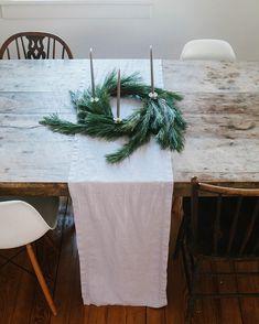 Cute Diy Christmas Table Wreath Ideas To Apply Asap 15 Noel Christmas, Simple Christmas, Winter Christmas, Christmas Crafts, Christmas Decorations, Xmas, Christmas Mantles, Victorian Christmas, Vintage Christmas