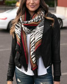 How To Wear A Blanket Scarf, Ways To Wear A Scarf, How To Wear Scarves, Blanket Scarf Outfit, Scarf Wearing Styles, Scarf Styles, Animal Print Scarf, Cold Weather Fashion, Simple Outfits