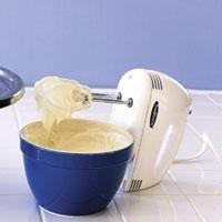 Cómo hacer queso crema. El queso crema se utiliza mucho para decorar cupcakes o tartas. Su receta es similar a la del buttercream pero el resultado es una cobertura mucho más ligera gracias a la incorporación de la crema de ...