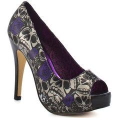 Skull shoes. Fabulous.