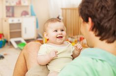 Στάδια ανάπτυξης λόγου στα μωρά. Τι να περιμένετε να ακούσετε από το μωράκι σας ανάλογα με την ηλικία του και τι μπορείτε να κάνετε για να βοηθήσετε την ανάπτυξή του;