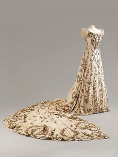 House of Worth, Paris, with Indian embroidery, Bodice, Skirt and Train, ca. 1900–1903, silk with silver and gold thread and bullion work, Fashion Museum, Bath: