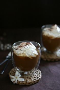 Tojáslikőrös kávé Panna Cotta, Pudding, Coffee, Drinks, Ethnic Recipes, Food, Drinking, Dulce De Leche, Beverages