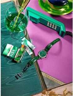 Composition à la montre verte et au paquet de Kool, 2014