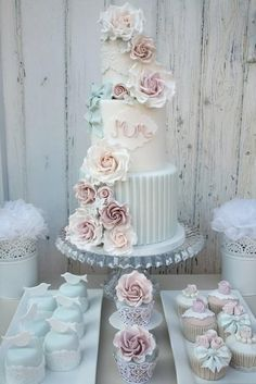 Beautiful vintage inspired cake and cupcakes