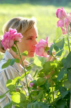 Open your eyes and smell the roses: Activating the visual cortex improves our sense of smell