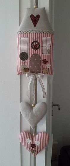 I like this with or without the house I like the idea of the string with the bead! House Quilts, Fabric Houses, Hobbies And Crafts, Diy And Crafts, Arts And Crafts, Christmas Sewing, Christmas Crafts, Christmas Ornaments, Craft Projects
