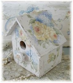 Debi Coules birdhouse                                                                                                                                                                                 Mais
