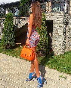 Ну вы уже поняли, какие у меня два любимых цвета этим летом 😜🙌🏽🍊💙 👜 #dolcegabbana 👗 #bcbgmaxazria 👠 #pinko