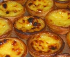 Pasteis de nata -- I love these. If any of you speakers out there can translate the recipe, I would be eternally grateful! Portuguese Tarts, Portuguese Desserts, Portuguese Recipes, Portuguese Food, Köstliche Desserts, Delicious Desserts, Yummy Food, Sweet Recipes, Cake Recipes