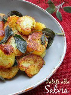 Le patate alla salvia ♥ Vegetable Side Dishes, Vegetable Recipes, Vegetarian Recipes, Cooking Recipes, Healthy Recipes, I Love Food, Good Food, Italy Food, Ricotta