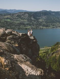 gorgoeus views in this Columbia River engagement shot by Christy Cassano-Meyer Engagement Photo Shoot Poses, Engagement Shots, Engagement Inspiration, Engagement Couple, My Adventure Book, Adventure Couple, Adventure Travel, Photoshoot Themes, Columbia River Gorge