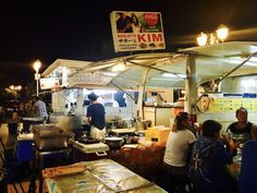 Food trucks are a huge business on The Islands of Tahiti. The food is diverse, delicious and budget-friendly. Family Destinations, Tahiti, Need To Know, New Zealand, Australia, Food Trucks, Islands, Budget, Travel