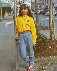 spring in canada is a mess the weather can't make up its mind top and pants from 💜💚 Vintage Outfits, Retro Outfits, Cute Casual Outfits, Girl Outfits, Fashion Outfits, Ootd Fashion, Street Fashion, Retro Fashion, Indie Outfits