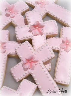 The Baking Sheet: Pink Petunia Cross Cookies! First Holy Communion Cake, Première Communion, Communion Cakes, Cupcakes, Cupcake Cookies, Sugar Cookies, Baby Cookies, Christening Cookies, Sheet Cake Designs