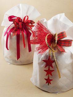 Per confezionare panettoni artigianali in modo rapido ed economico potrai utilizzare dei sacchetti in tessuto non tessuto tnt del colore più adatto al tuo negozio. Decine di idee online per realizzare confezioni portapanettone originali e creative. Acquista nel nostro shop online a prezzi economici. Potrai acquistare all'ingrosso e scegliere fra centinaia di prodotti per confezioni e decorazioni natalizie